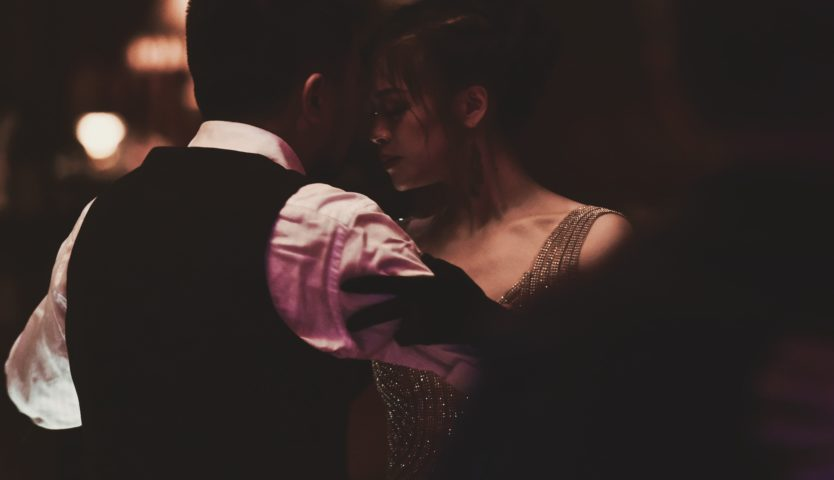 man-and-woman-dancing-tango-in-the-dark
